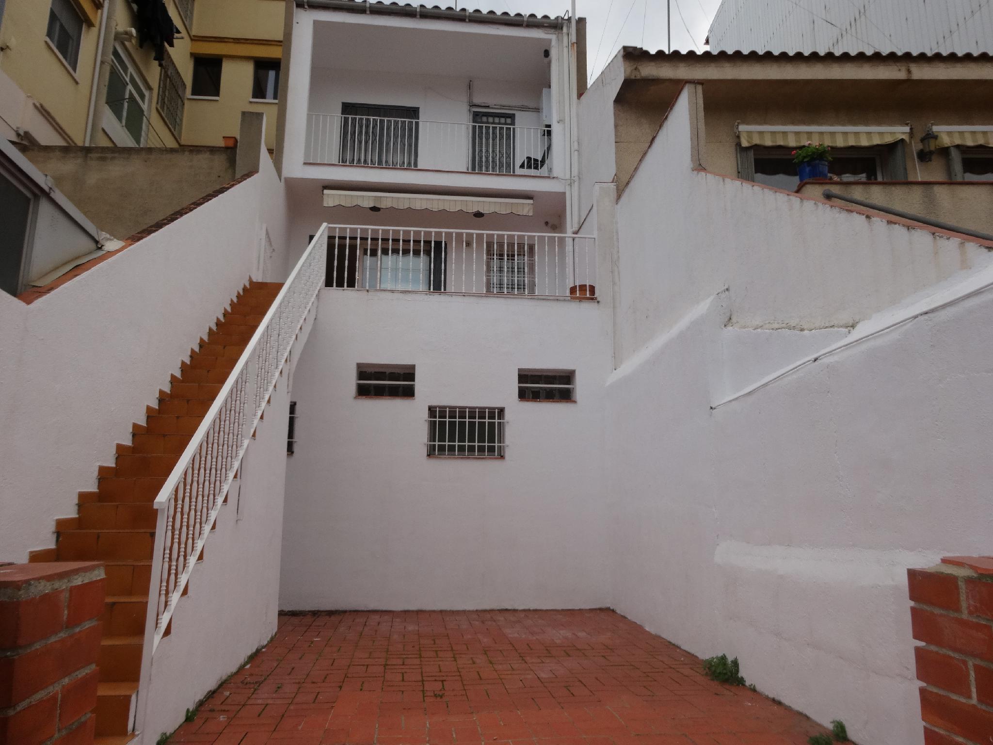 Casas en badalona centro beautiful casas en badalona for Casa jardin badalona