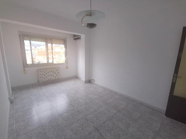 Imagen 1 Inmueble 242716 - Piso en venta en Badalona / Calle Eduardo Marquina - Canyadó-