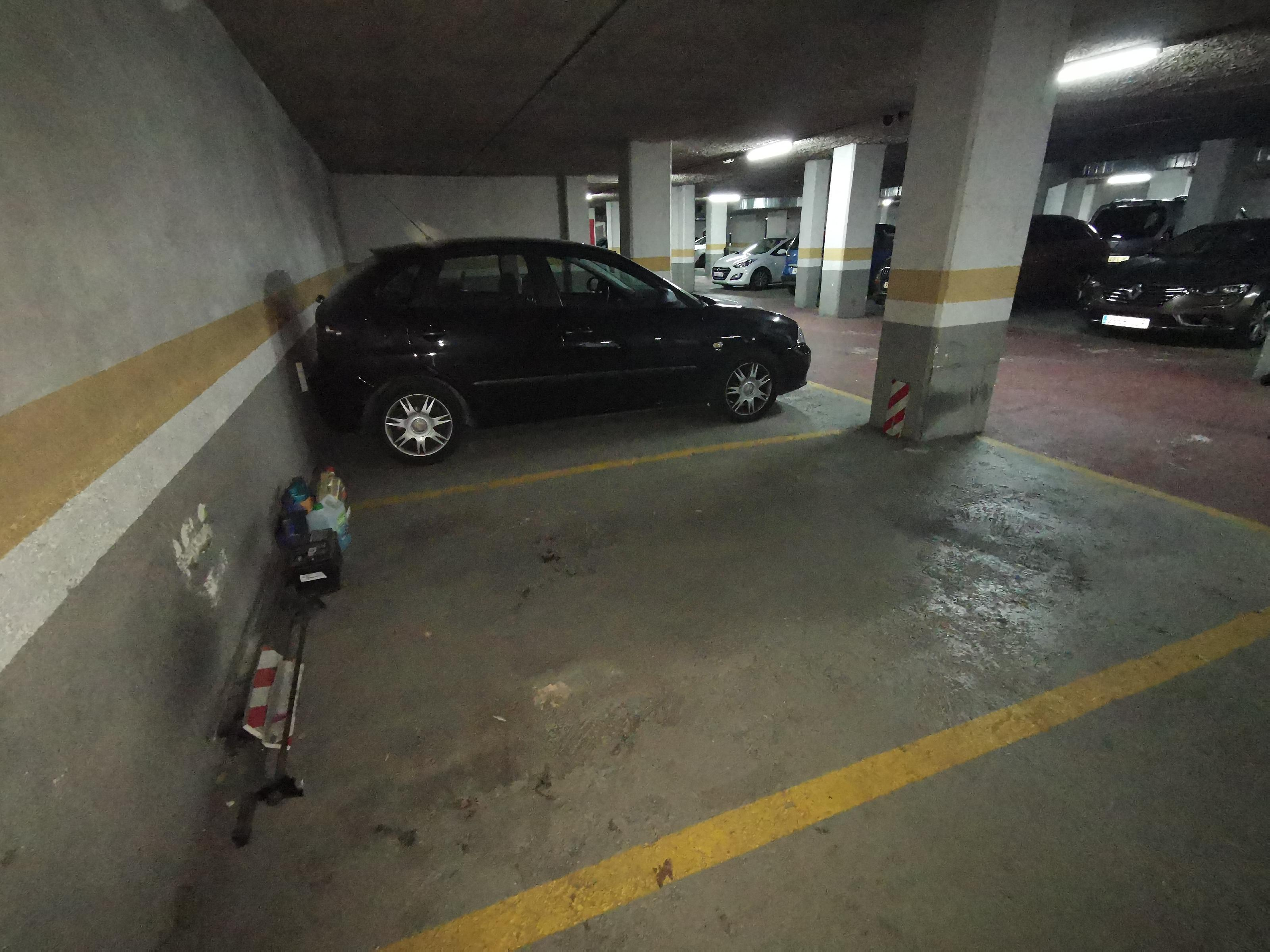 Imagen 2 Parking Coche en venta en Badalona / Rambla Sant Joan
