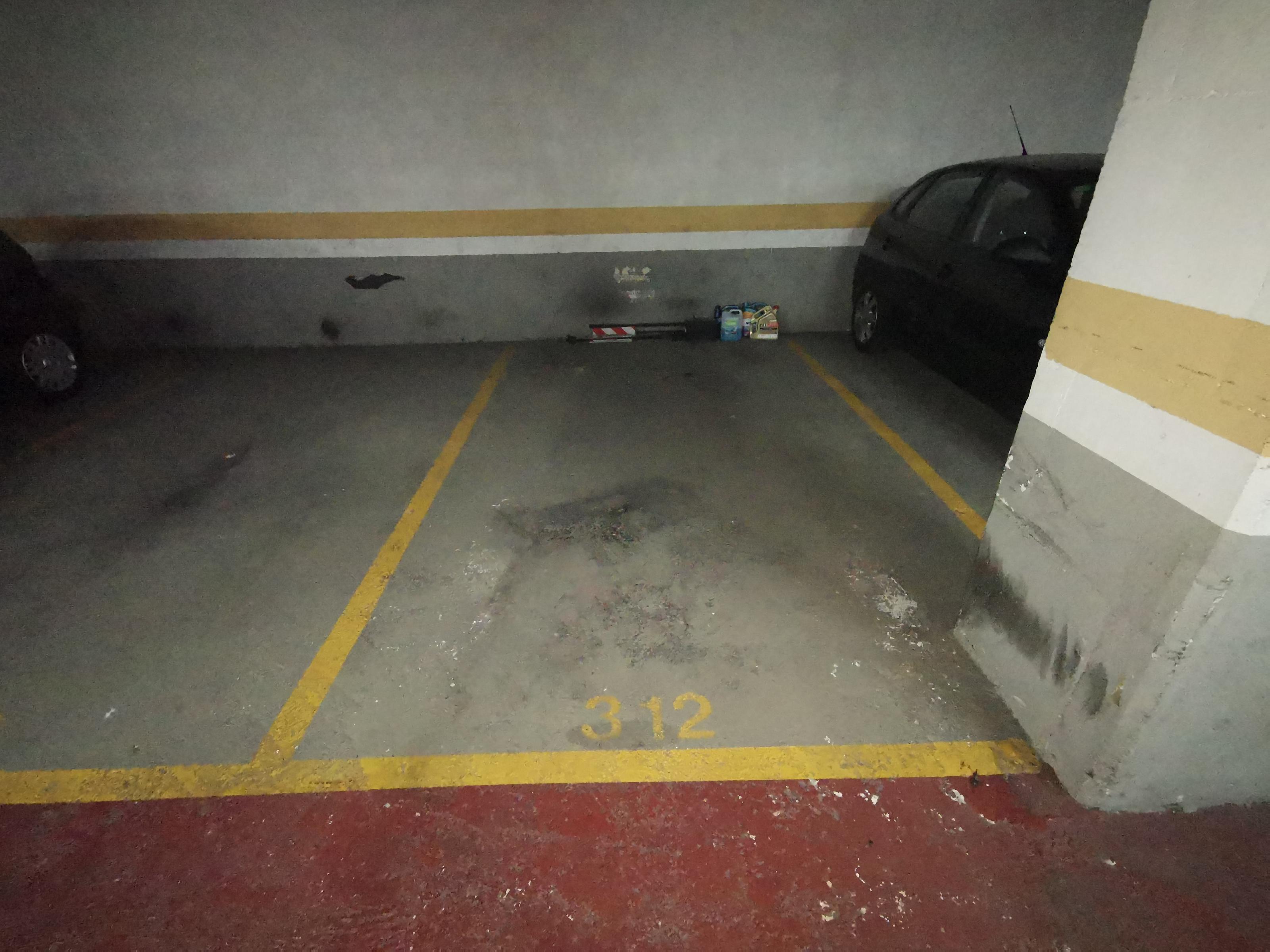 Imagen 1 Parking Coche en venta en Badalona / Rambla Sant Joan