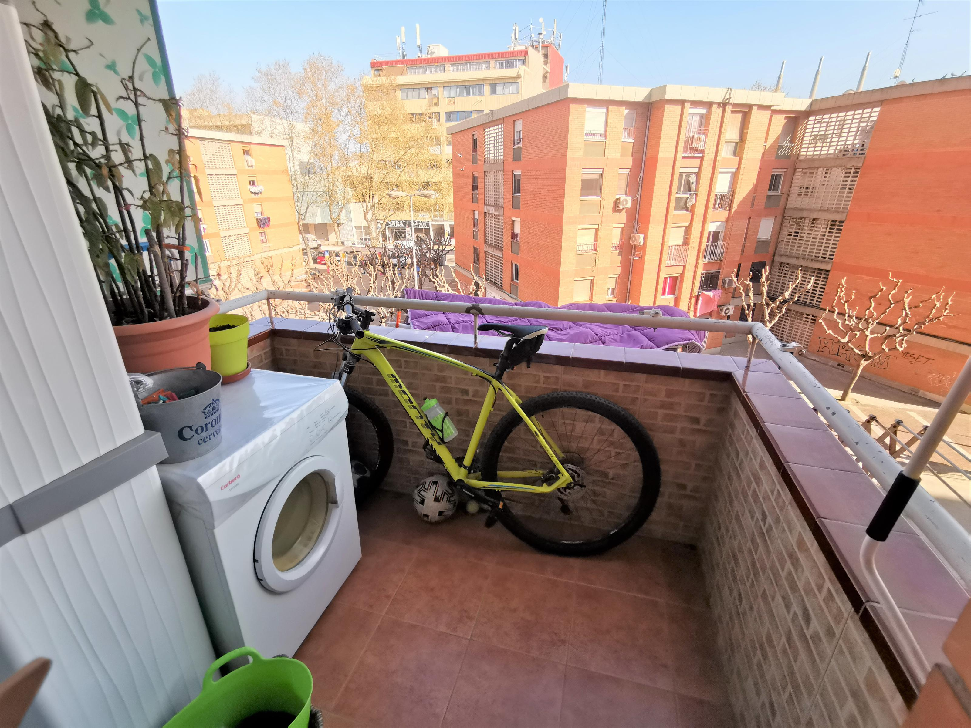 Imagen 2 Piso en venta en Badalona / Metro Sant Roc - Badalona
