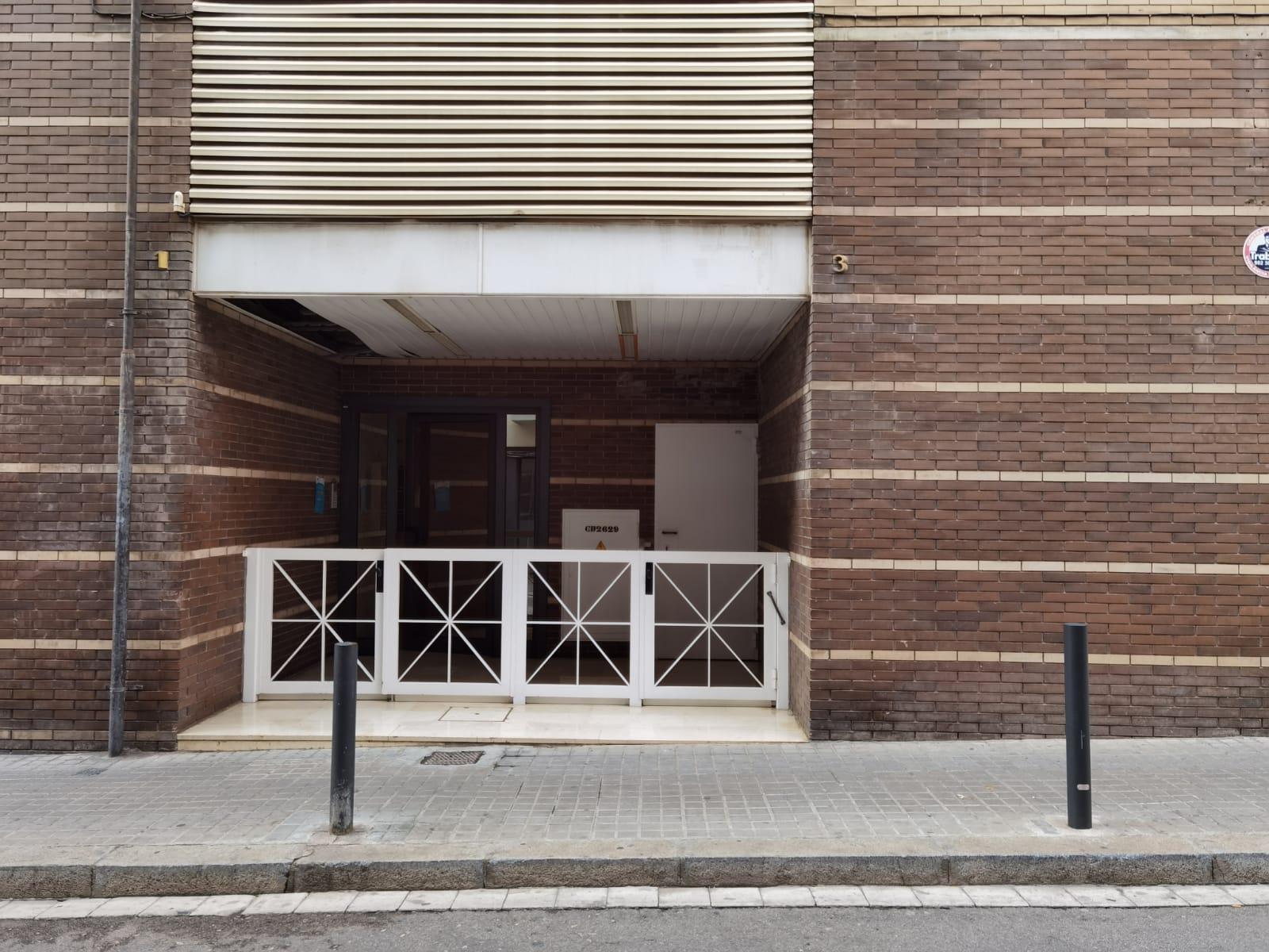 Imagen 2 Parking Coche en venta en Hospitalet De Llobregat L´ / A pocos minutos del Parque de la ...