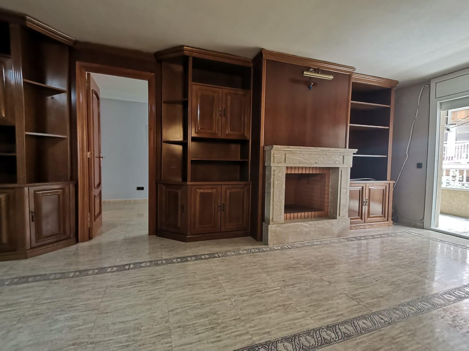 Imagen 1 Apartamento en venta en Hospitalet De Llobregat L´ / Cerca al metro de Collblanc