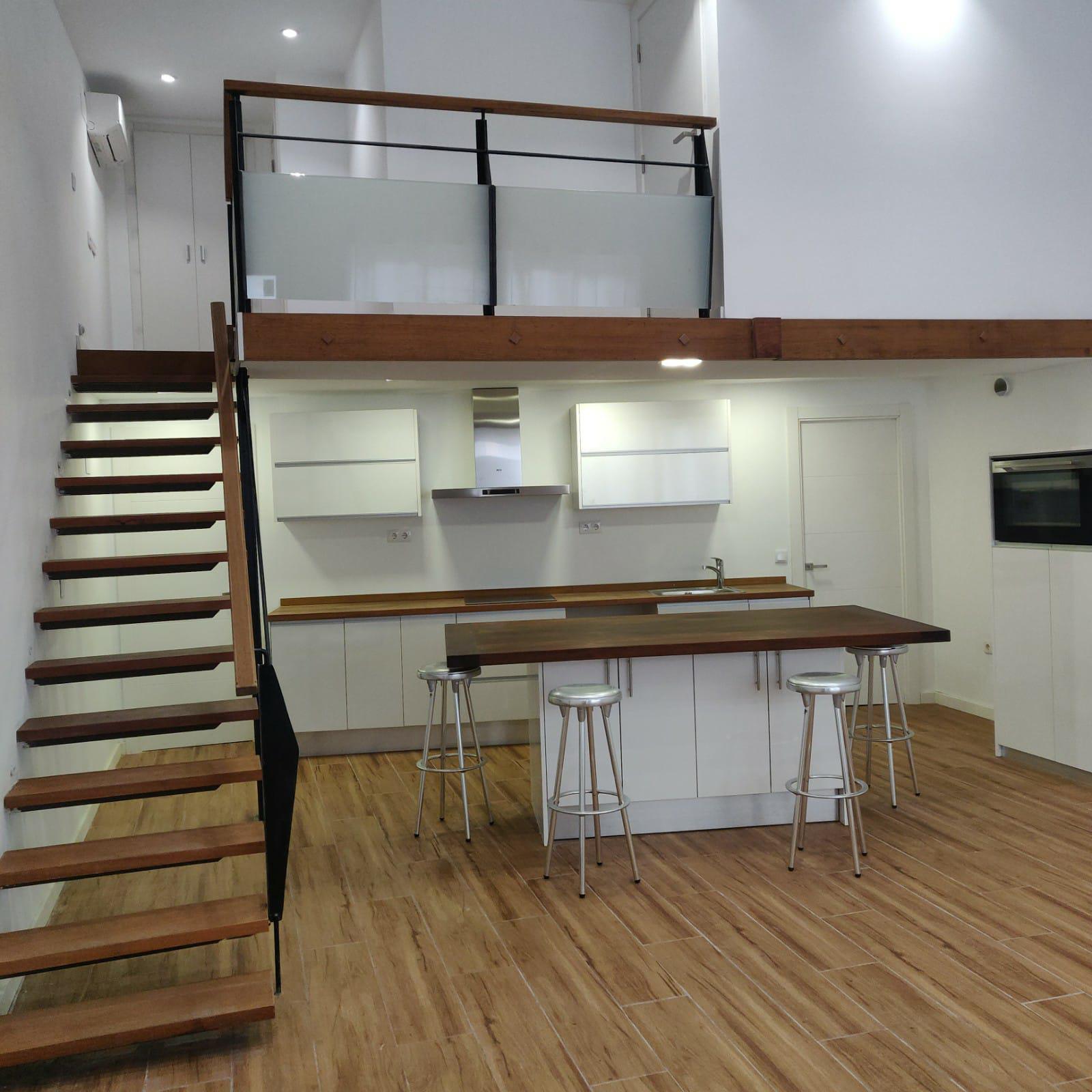 Imagen 1 Casa Aislada en venta en Hospitalet De Llobregat L´ / Junto al metro de torrasa.