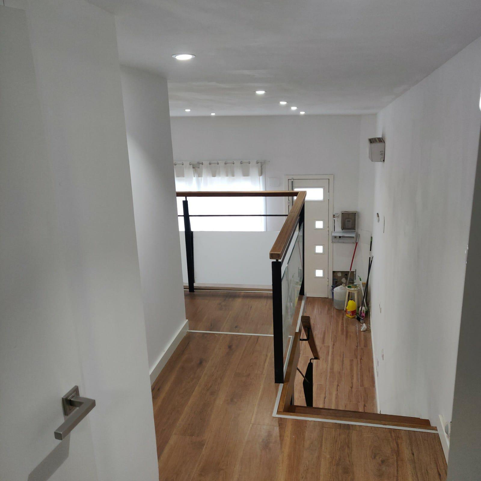 Imagen 4 Casa Aislada en venta en Hospitalet De Llobregat L´ / Junto al metro de torrasa.