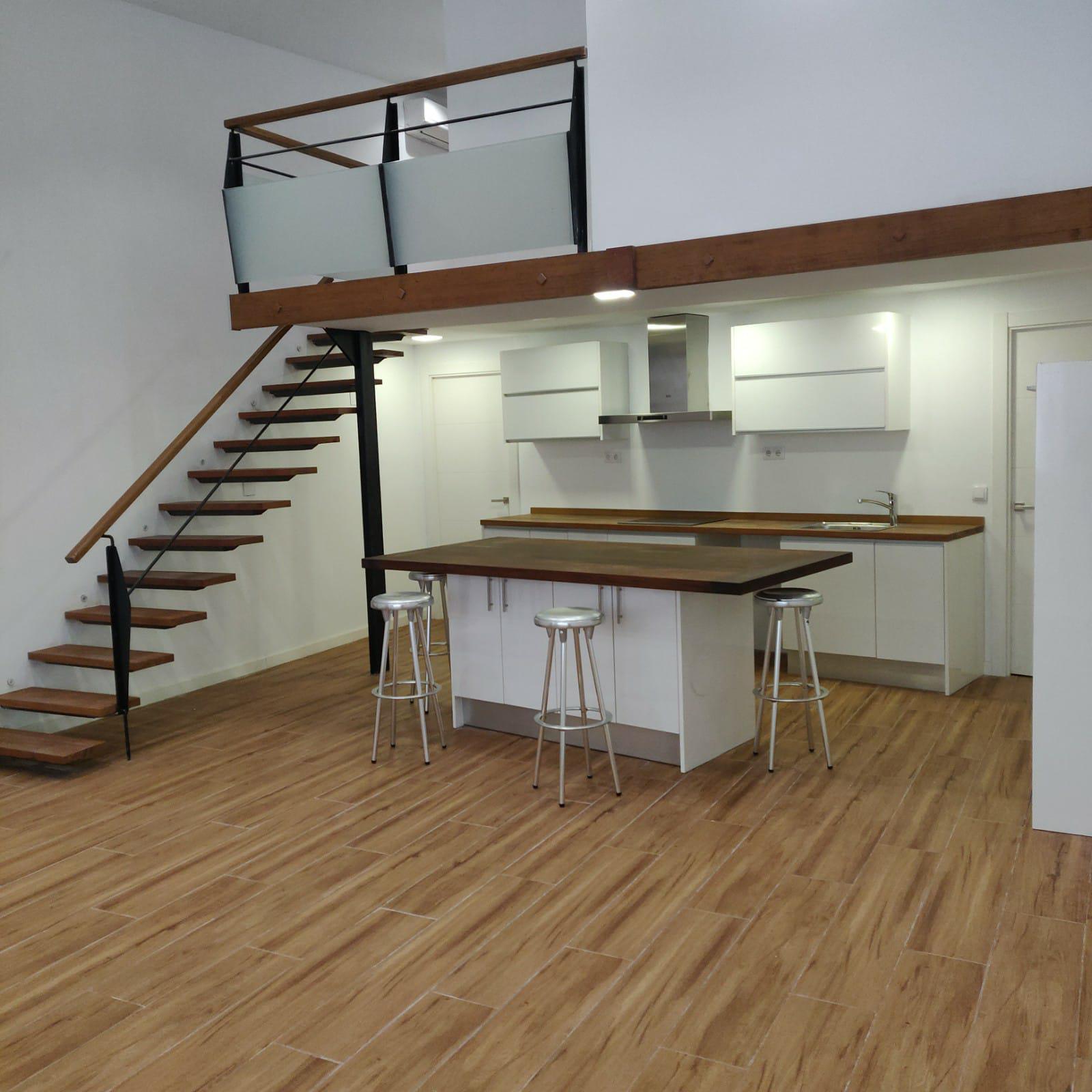 Imagen 3 Casa Aislada en venta en Hospitalet De Llobregat L´ / Junto al metro de torrasa.
