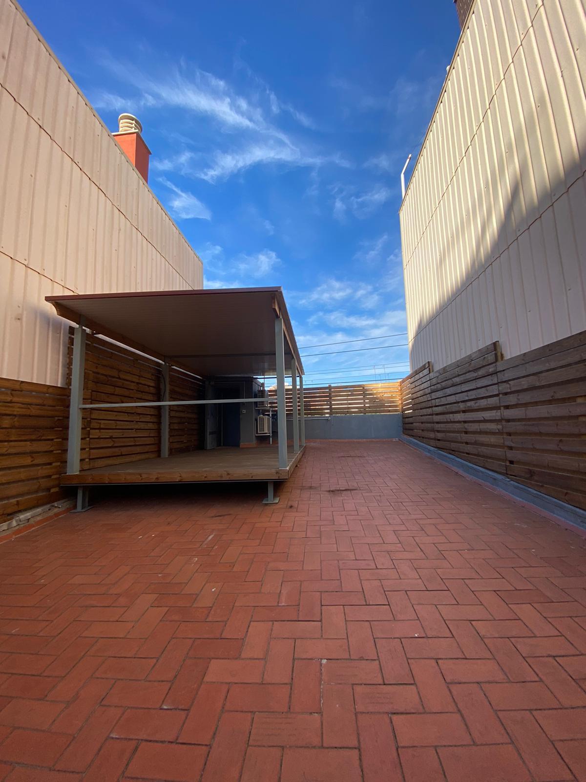 Imagen 1 Casa Aislada en alquiler en Hospitalet De Llobregat L´ / Junto al metro de torrasa.