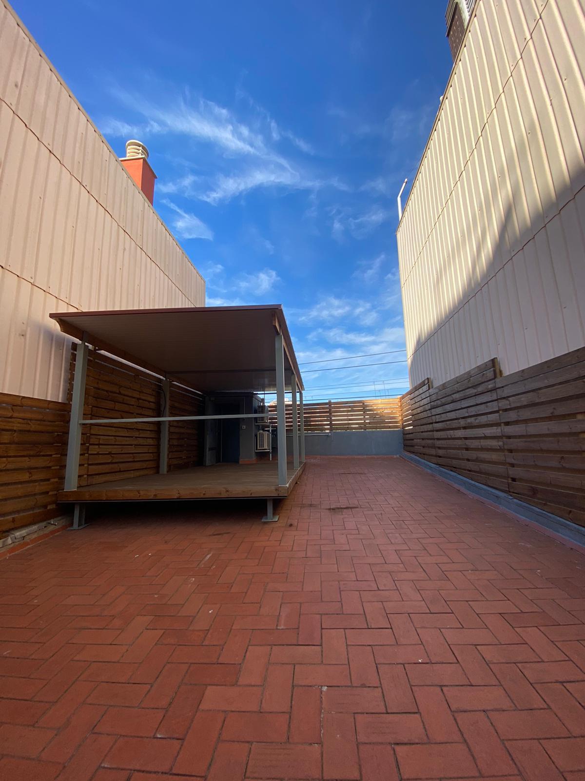 Imagen 3 Casa Aislada en alquiler en Hospitalet De Llobregat L´ / Junto al metro de torrasa.