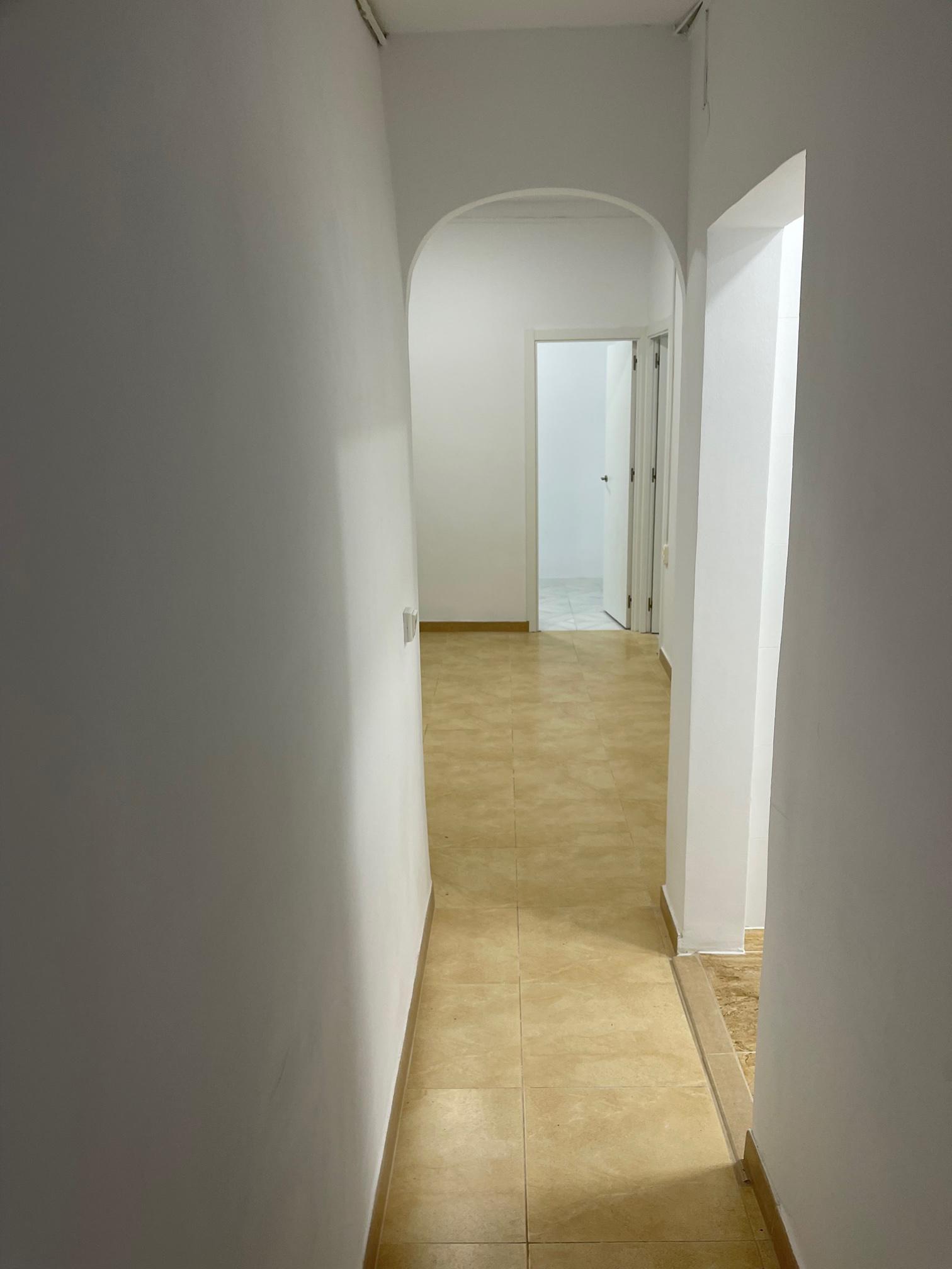 Imagen 3 Piso en venta en Hospitalet De Llobregat L´ / Junto. av miraflores pb reformada.