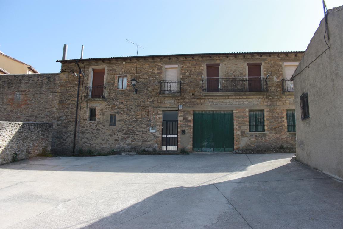 206042 - Centro del pueblo, próximo al ayuntamiento