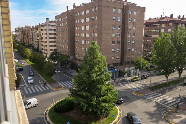Imagen 1 Inmueble 226785 - Piso en venta en Pamplona/iruña / Calle Esquiroz, próximo Universidad de Navarra