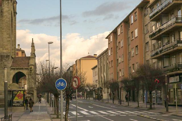 Imagen 1 Inmueble 237331 - Piso en venta en Pamplona/iruña / Zona próxima a cuatrovientos