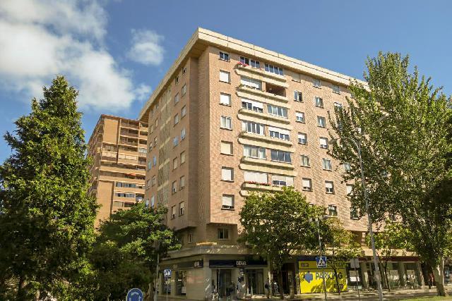 Imagen 1 Inmueble 242569 - Parking Coche en alquiler en Pamplona/iruña / Zona más comercial de calle Iturrama