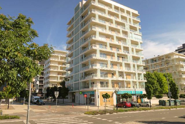 Imagen 1 Inmueble 251559 - Piso en venta en Pamplona/iruña / Junto a Centro de Salud, zona con todos los servicios