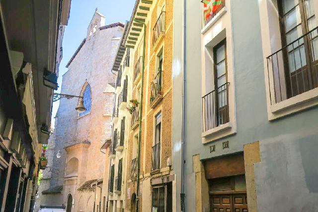Imagen 1 Inmueble 253050 - Piso en venta en Pamplona/iruña / Casco Antiguo junto a San Cernin