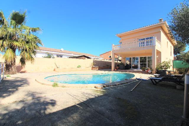 Imagen 1 Inmueble 237857 - Casa Aislada en venta en Llucmajor / Urbanización Tolleric