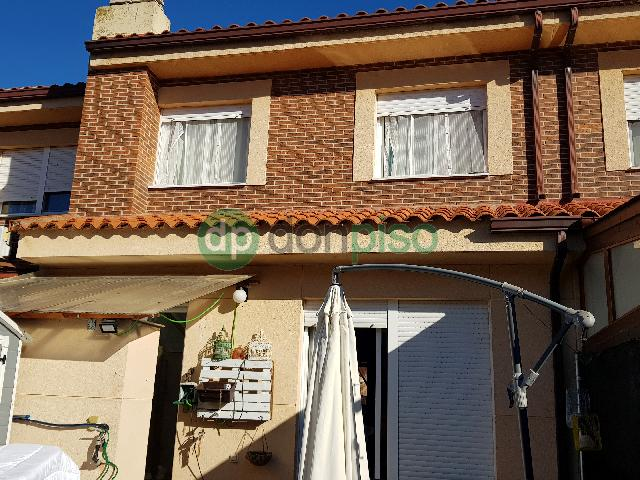 Imagen 1 Inmueble 242814 - Casa Adosada en venta en Alovera / Parque Vallejo.