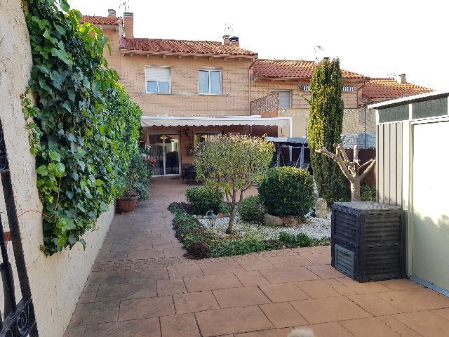 Imagen 1 Inmueble 244772 - Casa Adosada en venta en Tórtola De Henares / Cerca de la Iglesia