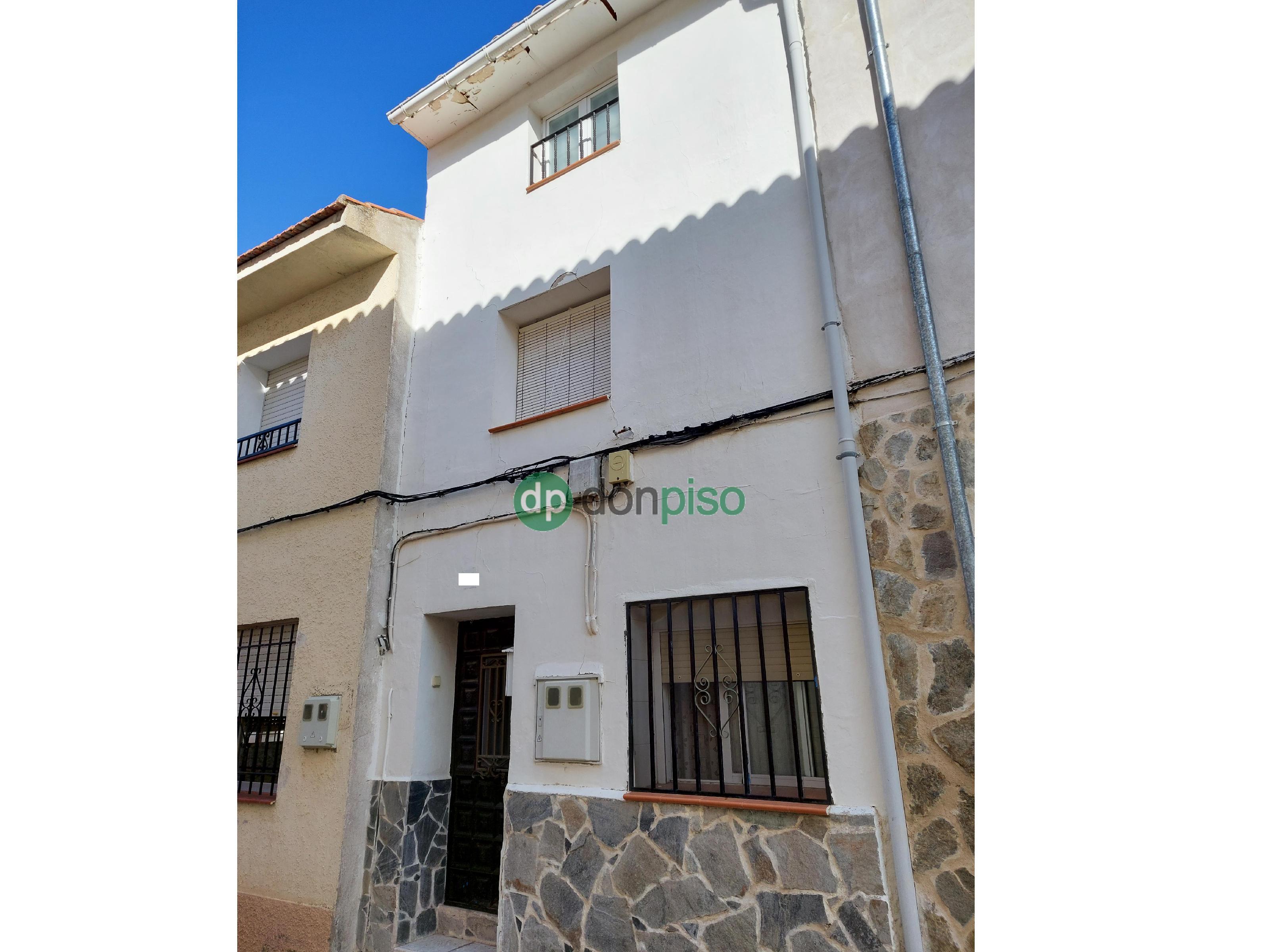 Imagen 1 Casa en venta en Albares / Centro casco urbano