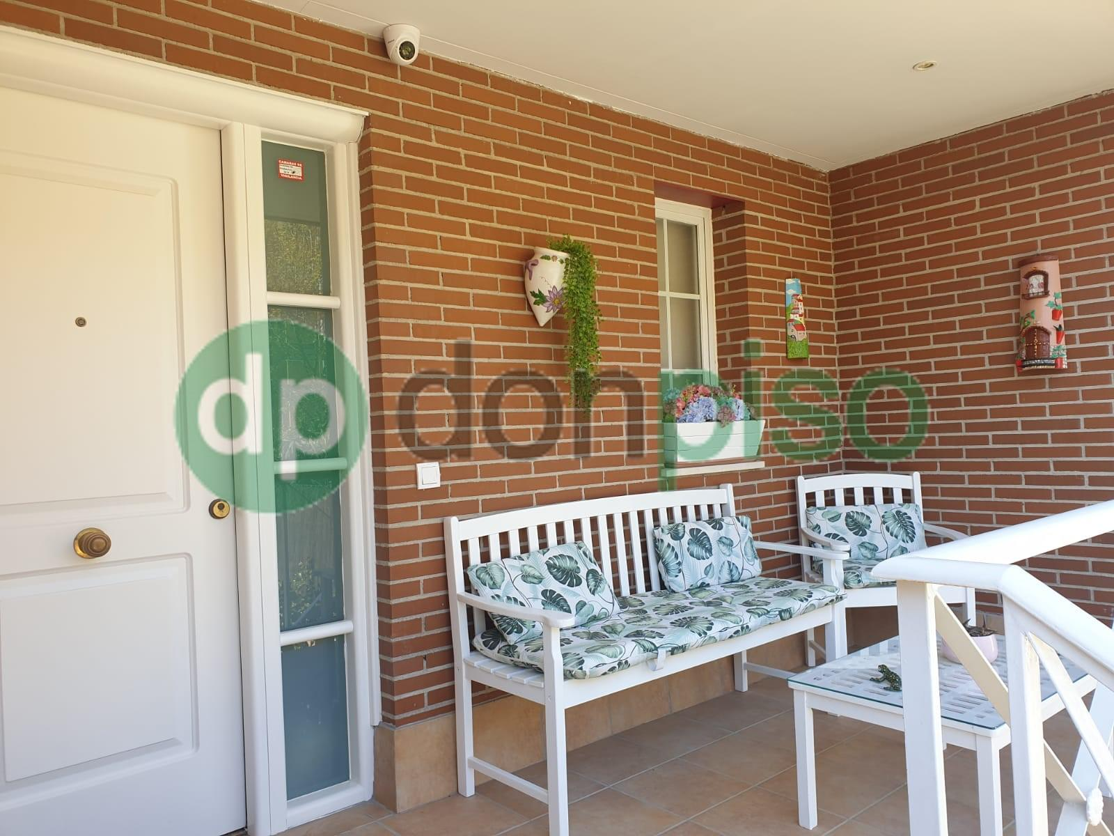 Imagen 1 Casa Adosada en alquiler en Azuqueca De Henares / Zona Plaza 3 de Abril