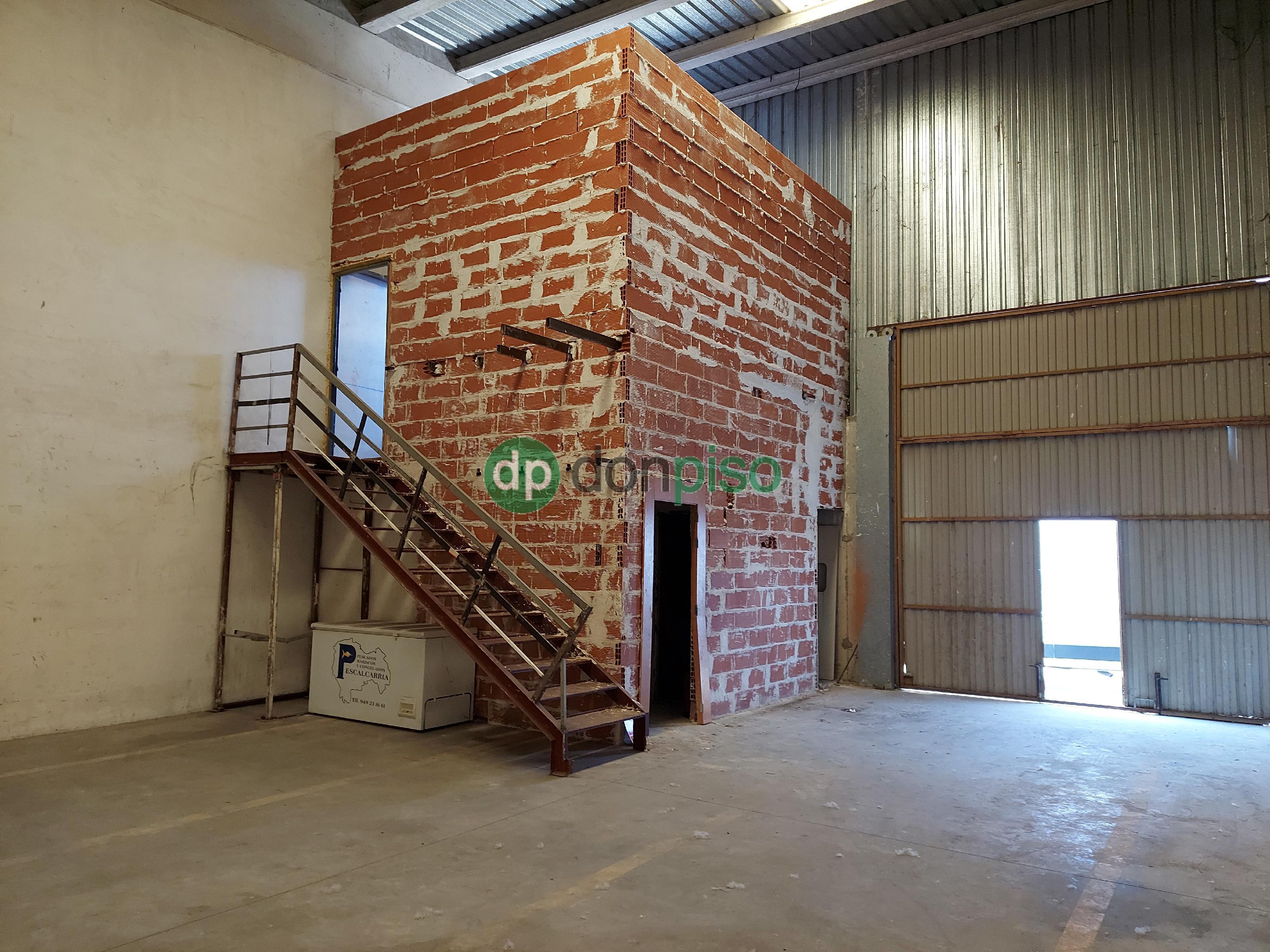 Imagen 1 Local Industrial en venta en Cabanillas Del Campo / Principio polígono Dagu