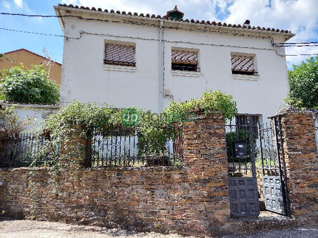 Imagen 1 Inmueble 253112 - Casa en venta en Valdesotos / En vía principal pueblo