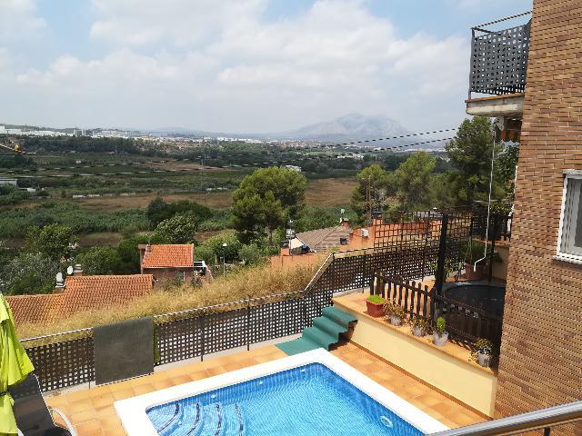 Imagen 1 Inmueble 228642 - Casa en venta en Abrera / Urbanización Les Carpes