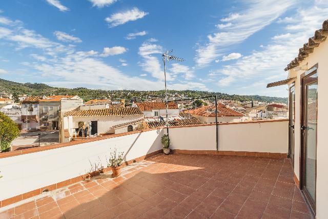 Imagen 1 Inmueble 231630 - Casa Adosada en venta en Olesa De Montserrat / Església - Plaça de les Fonts