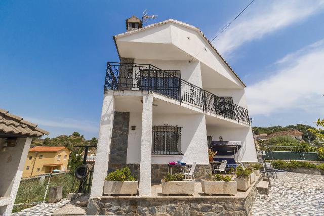 Imagen 1 Inmueble 238842 - Casa en venta en Abrera / Urbanización Can Vilalba.