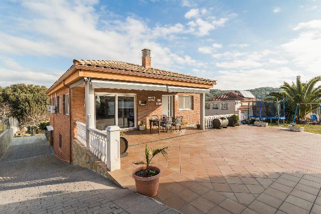 Imagen 1 Inmueble 245518 - Casa en venta en Olesa De Montserrat / Urbanización el Oasis junto Can Vilalba