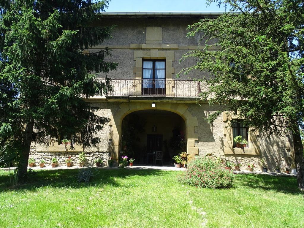 Imagen 3 Casa en venta en Lezama / Situada a 250 metros de la estación de tren