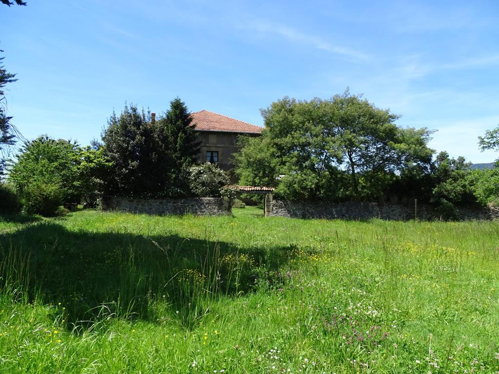 Imagen 2 Casa en venta en Lezama / Situada a 250 metros de la estación de tren