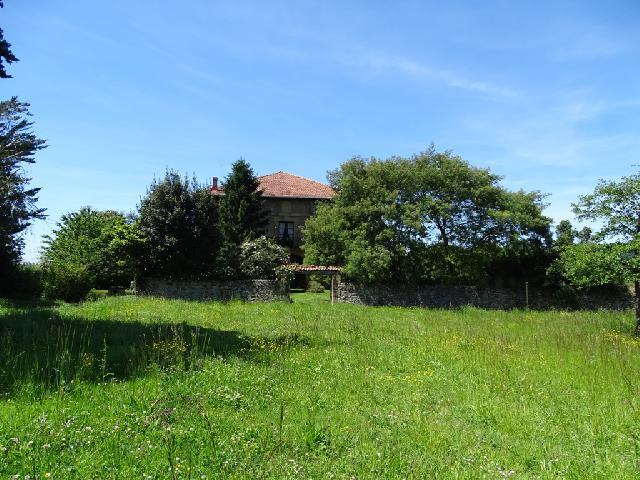 Imagen 1 Inmueble 225643 - Casa en venta en Lezama / Situada a 250 metros de la estación de tren