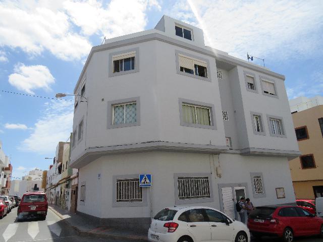Imagen 1 Inmueble 240082 - Piso en venta en San Bartolomé De Tirajana / Cerca del Centro Comercial El Tablero