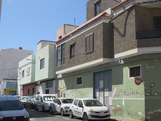 Imagen 1 Inmueble 244006 - Casa en venta en Santa Lucía De Tirajana / Zona de El Canario