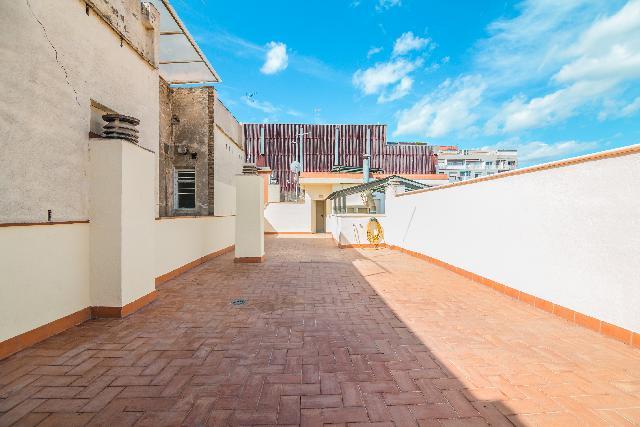 Imagen 1 Inmueble 224208 - Ático en venta en Hospitalet De Llobregat (L´) / Junto a Centro Comercial La Farga