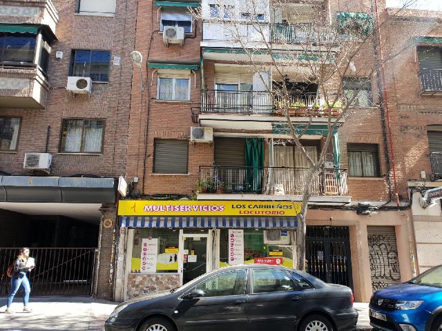 Imagen 1 Inmueble 221715 - Local Comercial en venta en Madrid / Muy cerca de la Calle Alcalá, barrio bien consolidado.