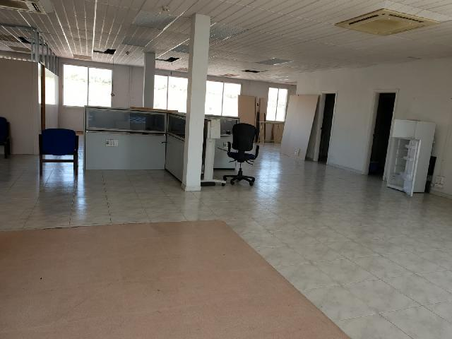 Imagen 1 Inmueble 231085 - Oficina Comercial en venta en Madrid / Entre Entrevias y la Gavia.
