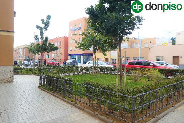 Imagen 1 Inmueble 237454 - Piso en venta en Almería / Junto a Avenida del Mediterráneo