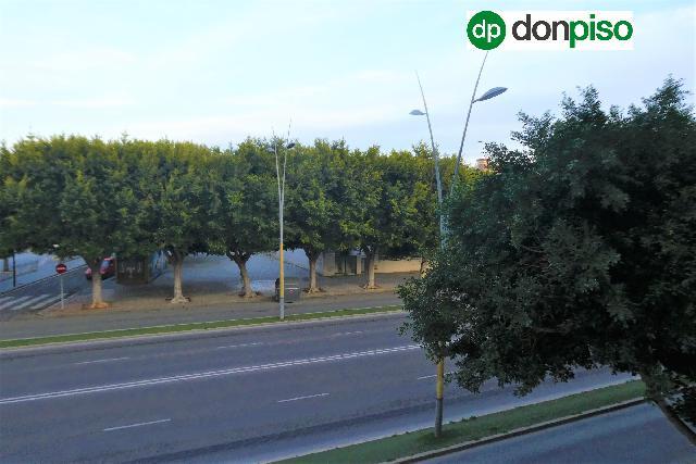 Imagen 1 Inmueble 239119 - Piso en venta en Almería / Zona Avenida del Mediterráneo cerca de la playa