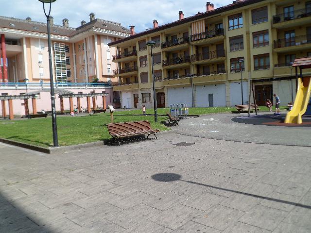 Imagen 1 Inmueble 225820 - Local Comercial en venta en Zaldibar / En la plaza Zaldusolo, en Zaldibar
