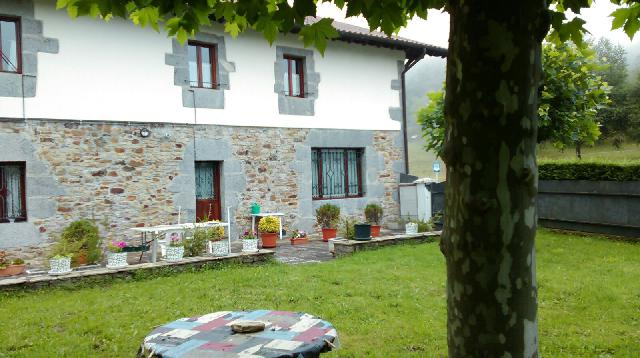 Imagen 1 Inmueble 235387 - Casa en venta en Abadiño / Vivienda adosada en pleno corazón de Urkiola