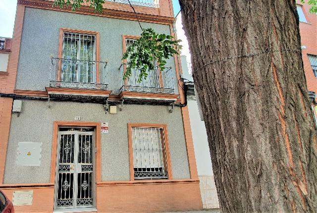 Imagen 1 Inmueble 229570 - Casa en venta en Sevilla / Junto a Afán de Ribera, Cerro del Águila.