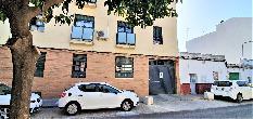 231113 - Parking Coche en venta en Sevilla / Entrada y salida al garaje por calle Lisboa.