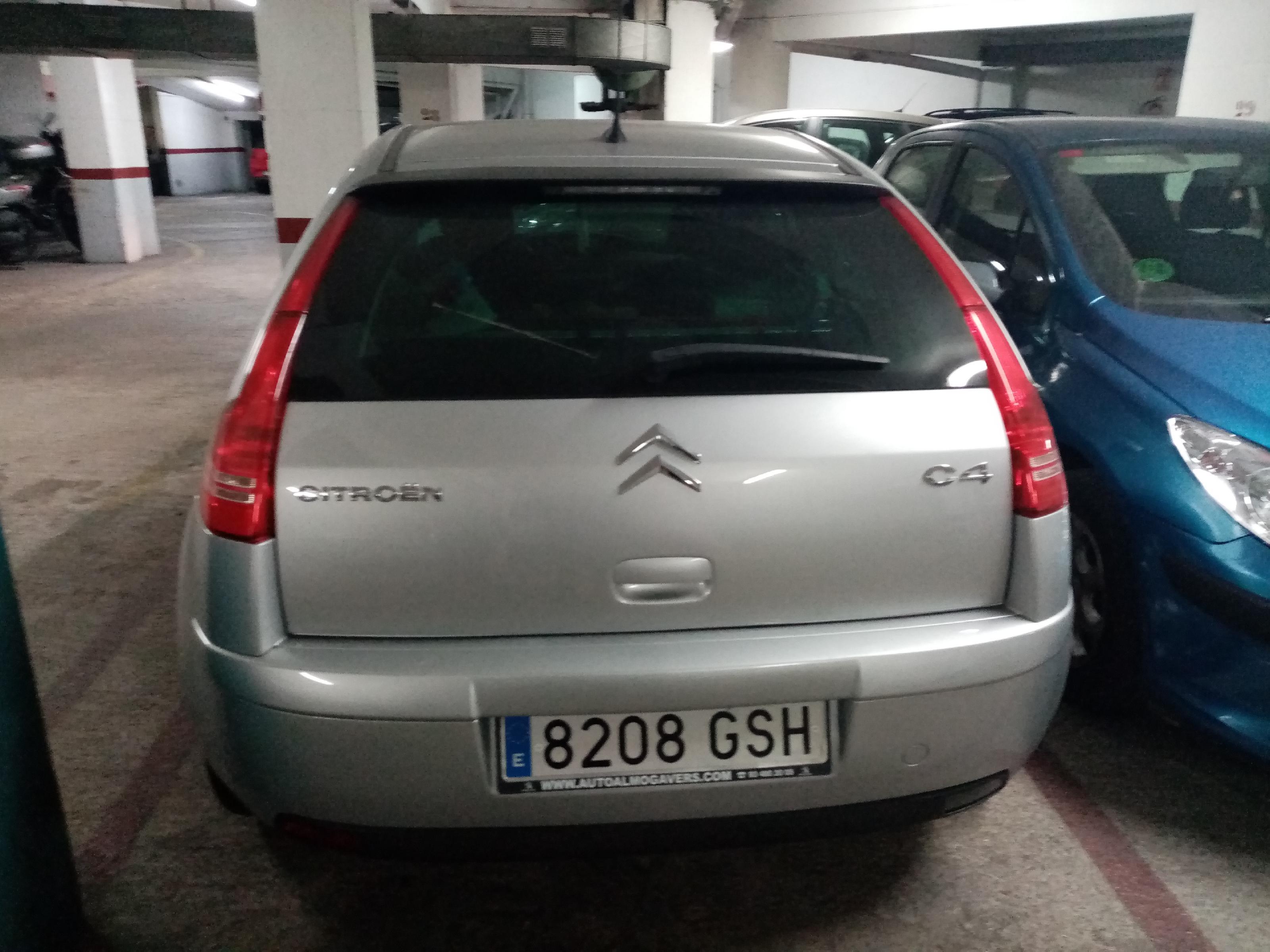Imagen 2 Parking Coche en venta en Santa Coloma De Gramenet / Cerca del metro  plaza de parking par...