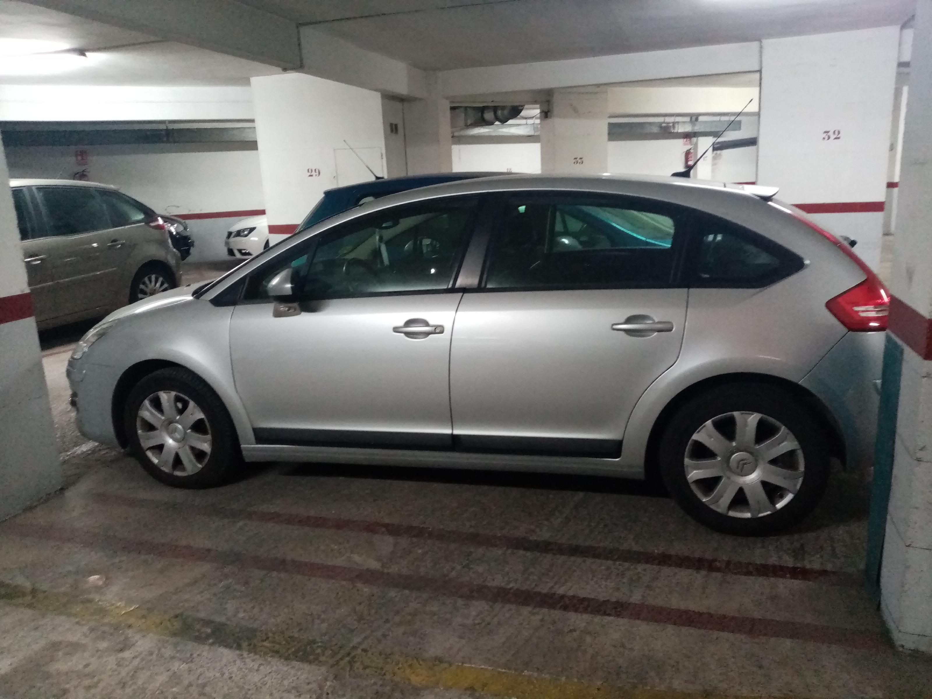 Imagen 1 Parking Coche en venta en Santa Coloma De Gramenet / Cerca del metro  plaza de parking par...