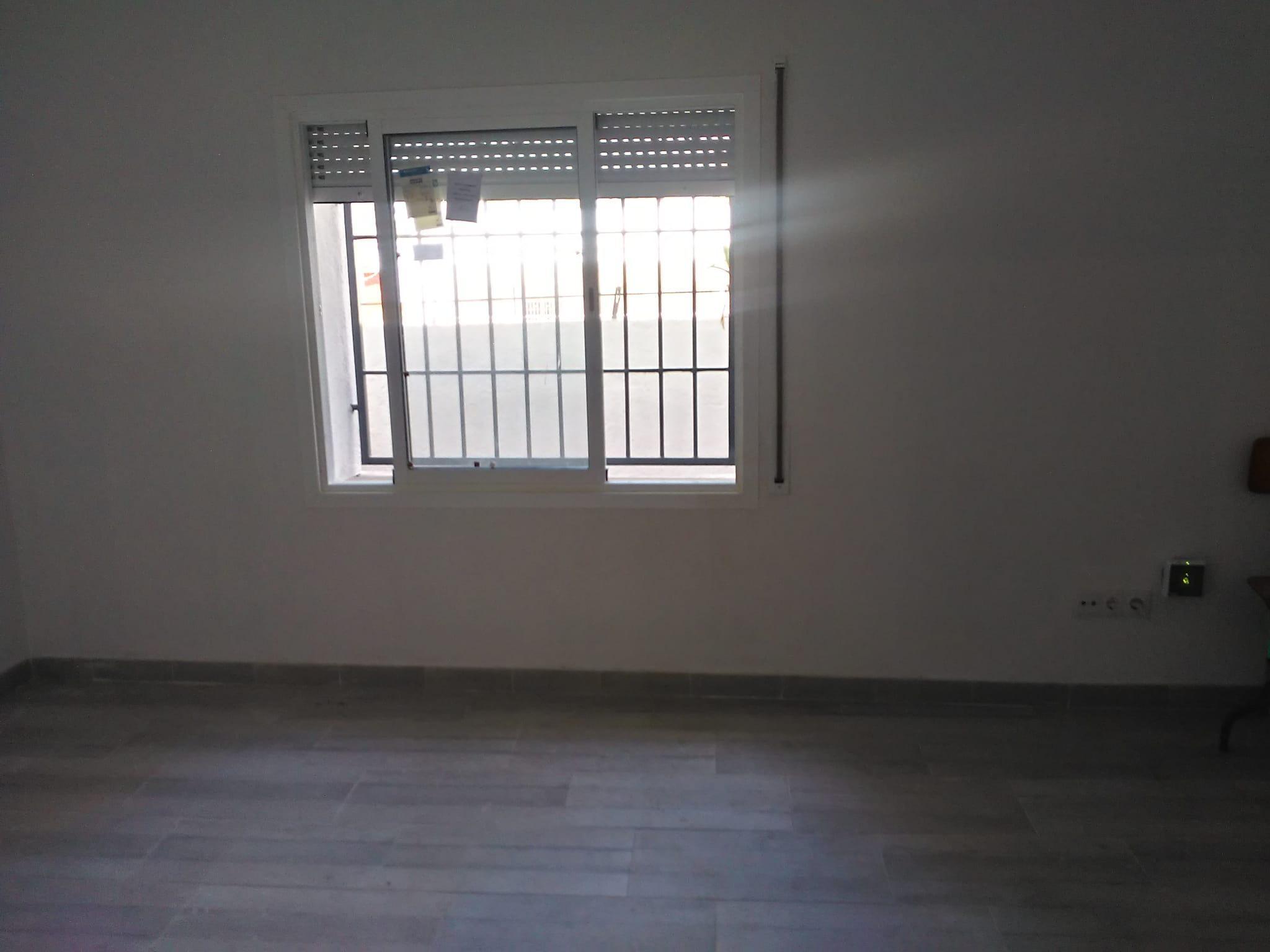 Imagen 4 Piso en venta en Santa Coloma De Gramenet / Cerca del metro  y  las zonas comerciales
