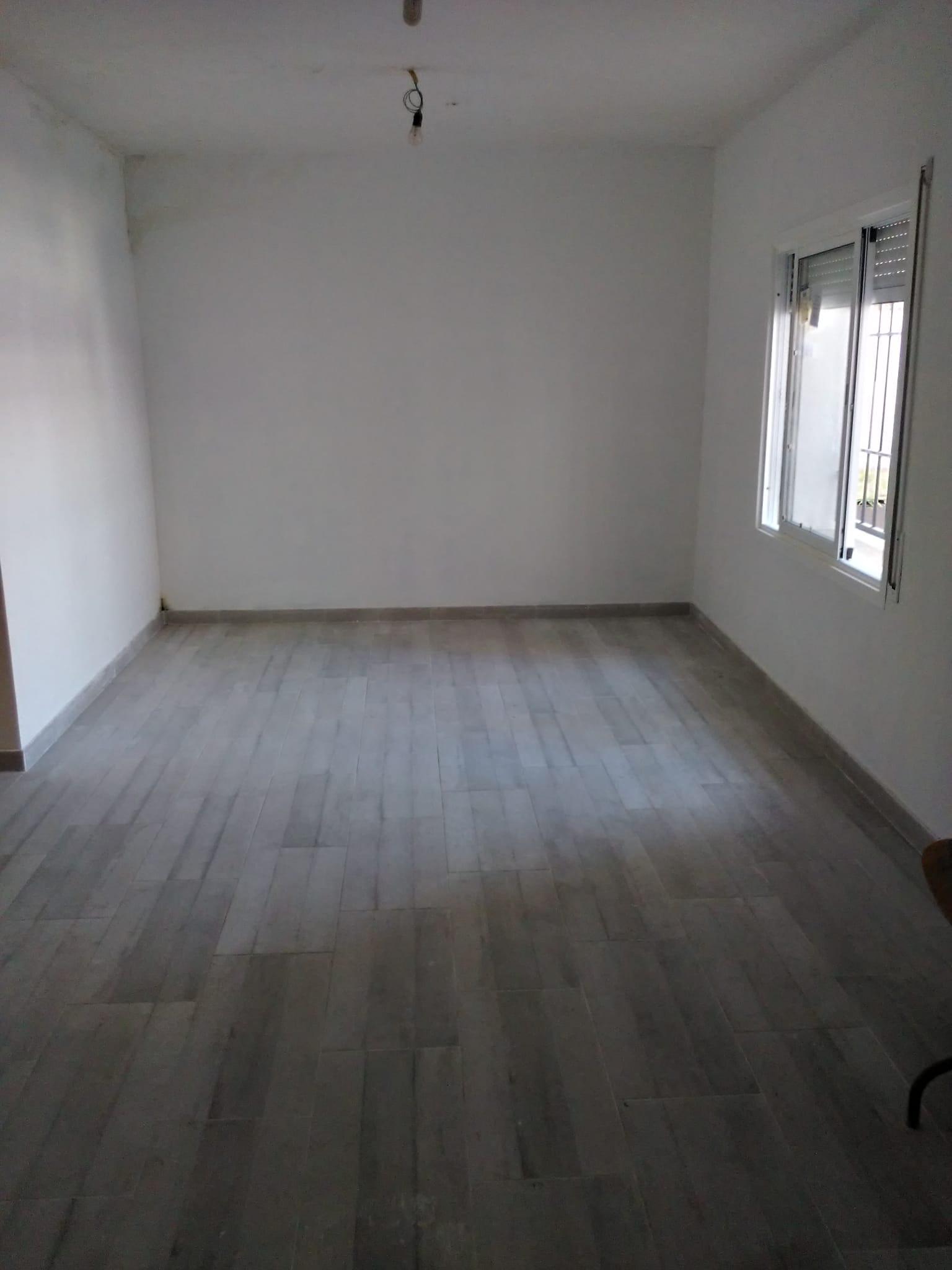 Imagen 1 Piso en venta en Santa Coloma De Gramenet / Cerca del metro  y  las zonas comerciales