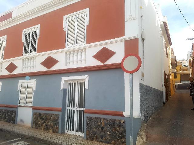Imagen 1 Inmueble 239012 - Casa en venta en Adeje / Junto a la Iglesia