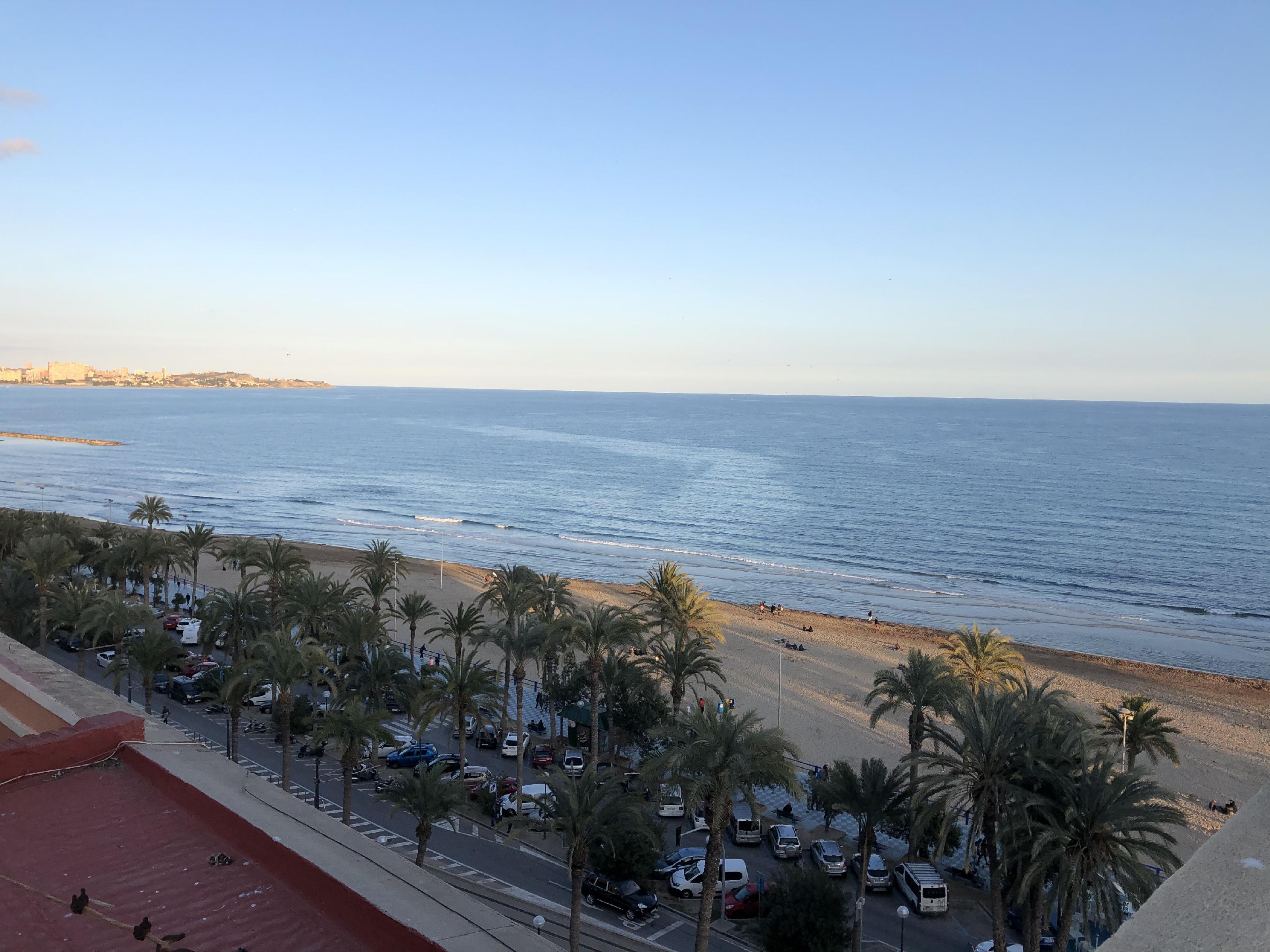 Imagen 1 Piso en venta en Alicante/alacant / Frente a la playa del Postiguet